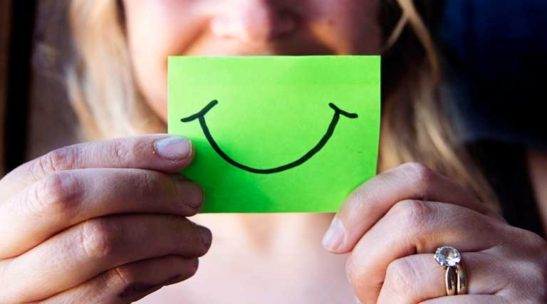 A Smile Makes Life Positive Hindi Quotes